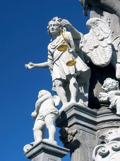 San Miguel en la columna en Banska Stiavnica