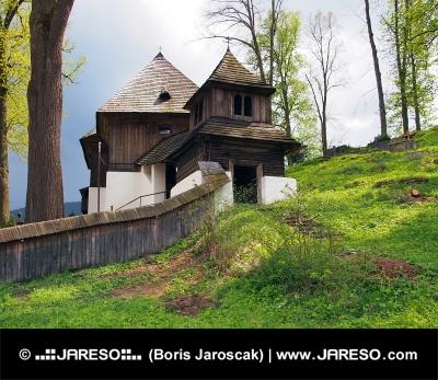 Rare église UNESCO en Lestiny, Orava, la Slovaquie