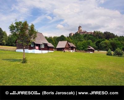 Skansen et le château à Stara Lubovna, Slovaquie
