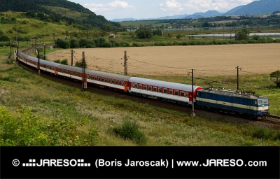 Train rapide dans la région de Liptov, Slovaquie
