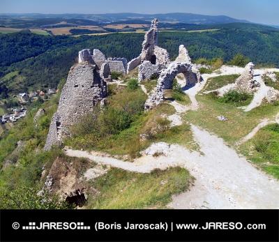 Vue depuis le château de Cachtice