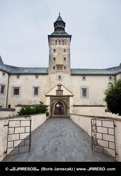 Entrée au château de Thurzô dans Bytca