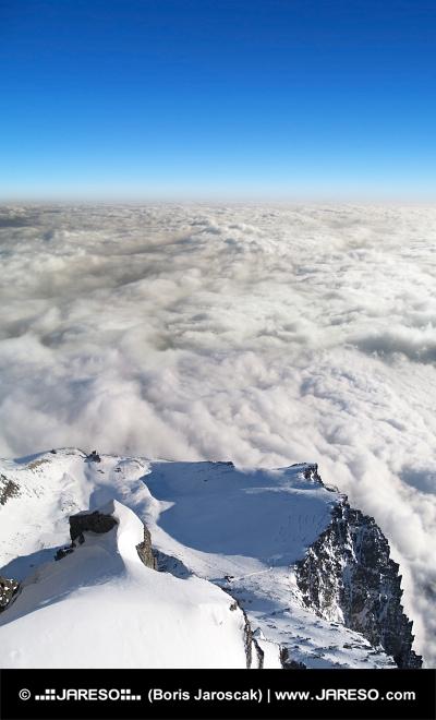 Ci-dessus Lomnické sedlo, Hautes Tatras, en Slovaquie