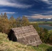 Ancient bâtiment en bois dans le musée Havranok