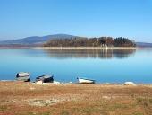 Bateaux et l'île Slanica, la Slovaquie
