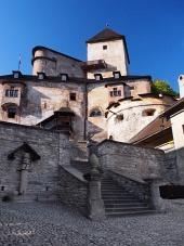Cour du château d'Orava, Slovaquie