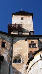 Tour et le pont de visites au château d'Orava
