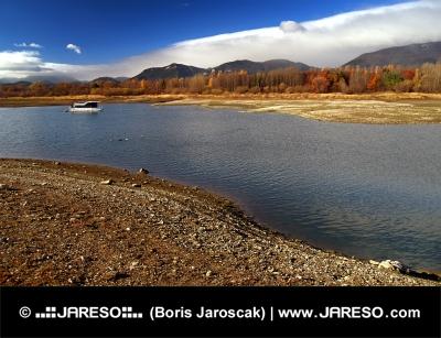 Liptovska मारा झील, स्लोवाकिया पर हाउसबोट