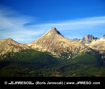 स्लोवाकिया में गर्मियों के दौरान उच्च Tatras में Krivan पहाड़ की चोटी