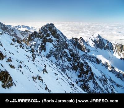 सर्दियों के दौरान उच्च Tatras में Kolovy शिखर (Kolovy Stit)