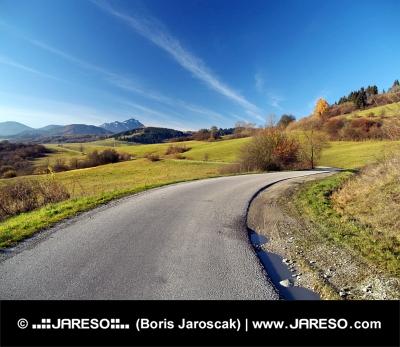 Liptov, स्लोवाकिया में शरद सड़क