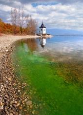 Liptovska मारा झील, स्लोवाकिया में शरद ऋतु