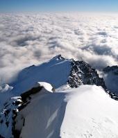 Lomnicky पीक पर उच्च Tatras में बादलों के ऊपर