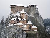 सर्दियों में प्रसिद्ध Orava महल