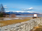 दुर्ग की दीवारों और Rohace पहाड़ों