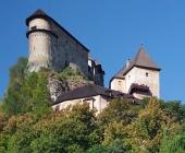 एक ऊंची चट्टान, स्लोवाकिया पर Orava महल