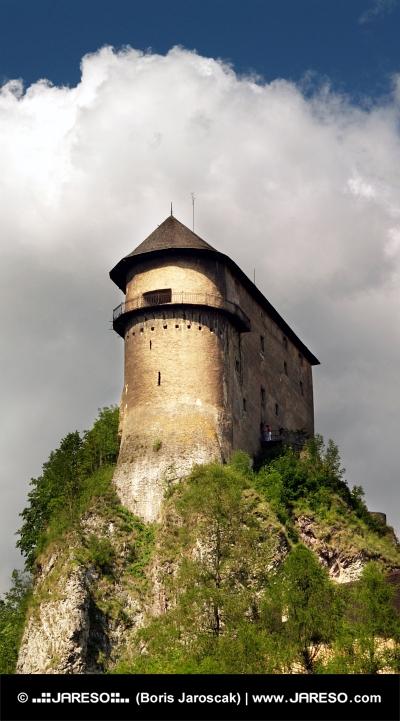Erődítmény a magas sziklán - Árva vára