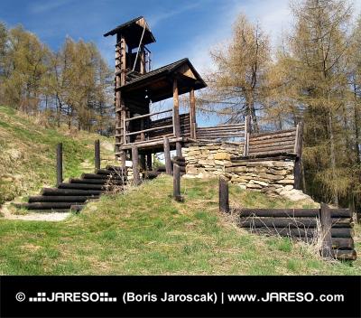 Fa erődítmény Havránok dombon, Szlovákia