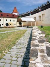 Udvarán Kezmarok vár, szlovákia