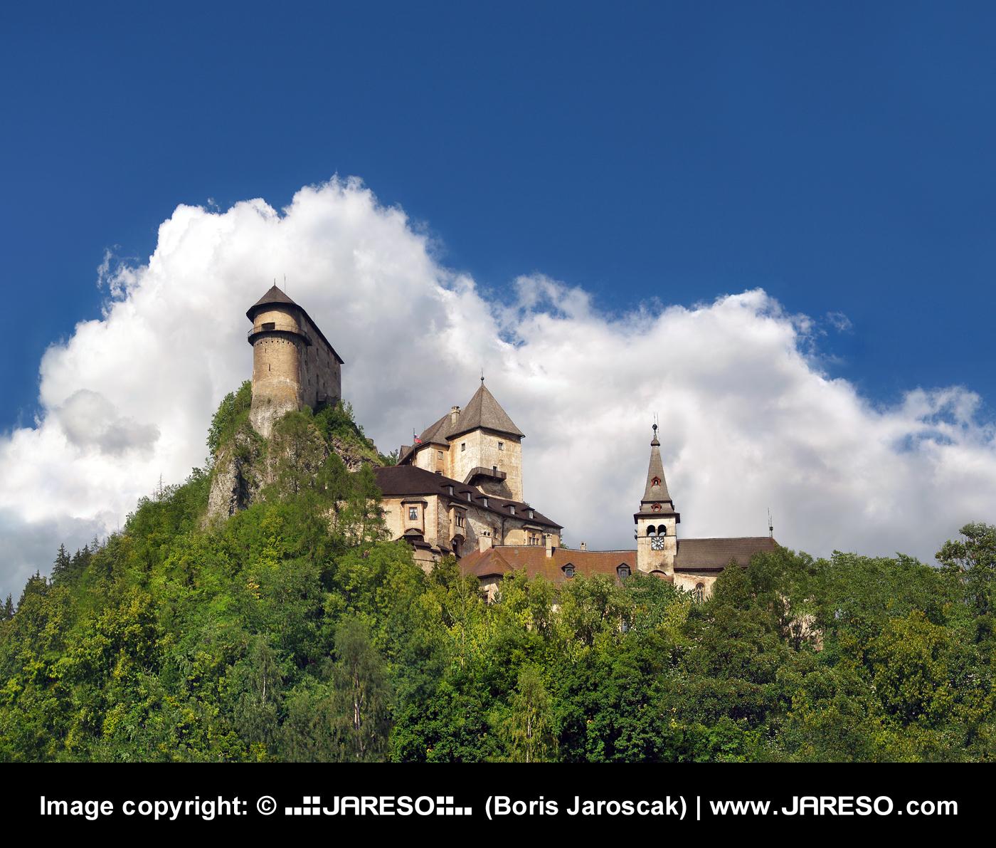 web_gplus_fb_panorama_castle_orava_summer_cloudy_p7267016_p7267020_p7267021_b.jpg