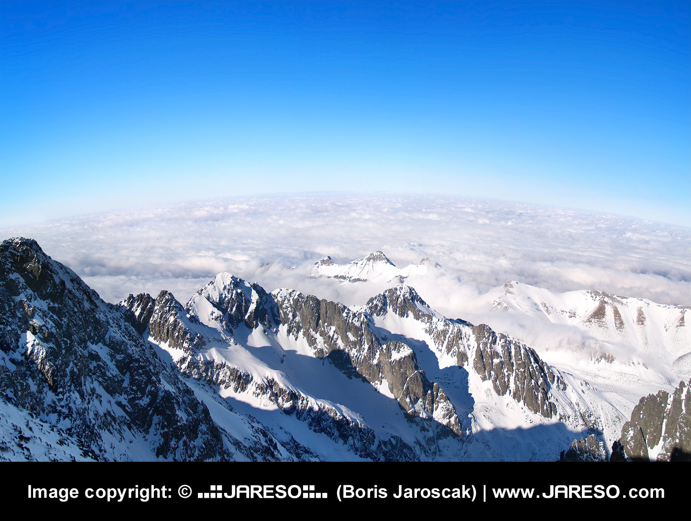 web_gplus_fb_panorama_high_tatras_lomnicky_peak_outlook_winter_p2147355xp21473560x.jpg