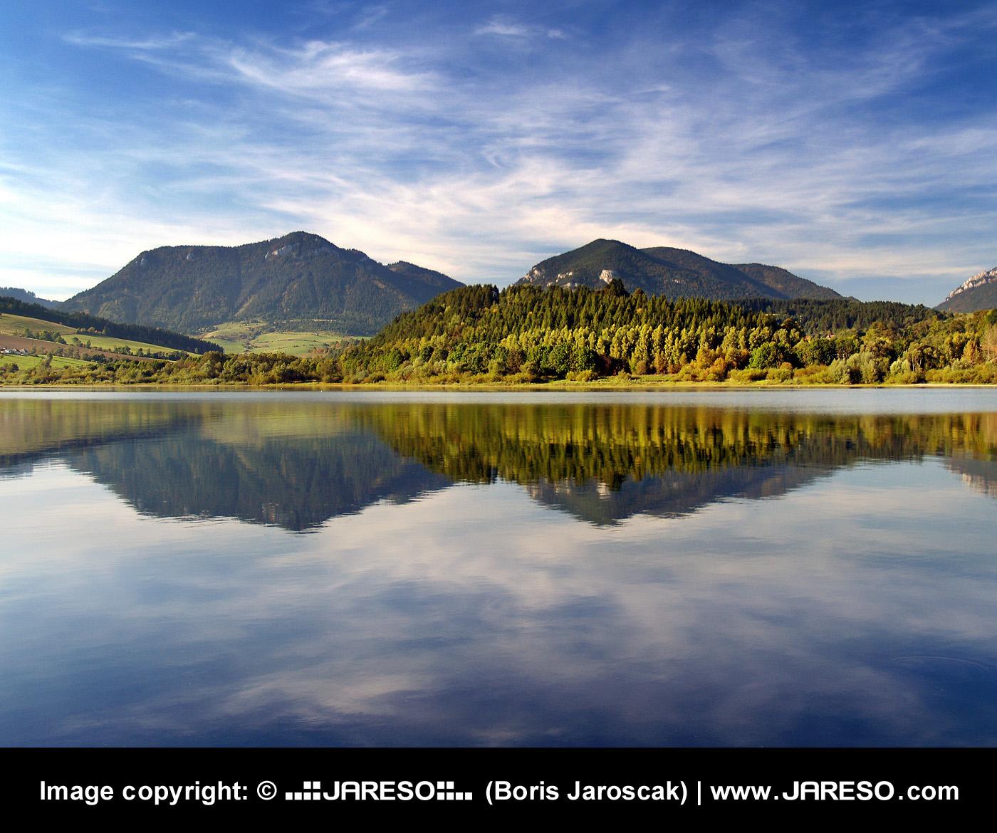 web_gplus_mountain_reflection_p9226426_2x.jpg