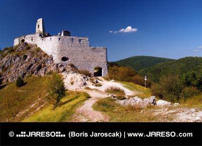 Coloful vista del castello di Cachtice