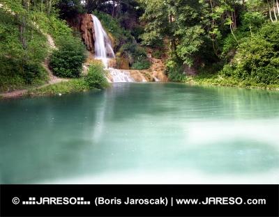 Lago e cascata