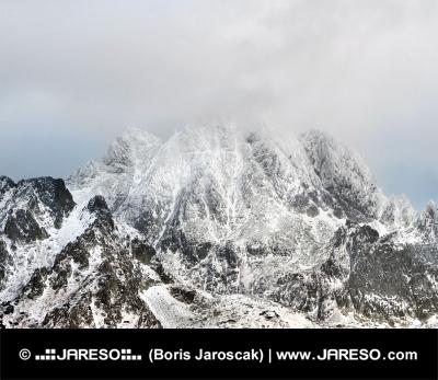 Tempesta pericolosa oltre Alti Tatra