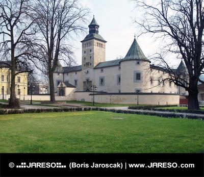 Castello Thurzo in Bytca durante la primavera