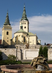 Chiesa e fontana a Zilina, Slovacchia