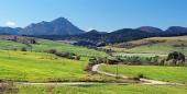 Prati verdi ai Bobrovnik e Gran Choc Mountain
