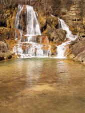 Ricca di minerali cascata nel villaggio di Lucky, Slovacchia