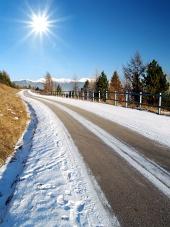 Strada e il sole
