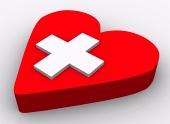 白い背景の上の心臓とクロスの概念
