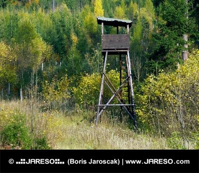 木製の時計塔