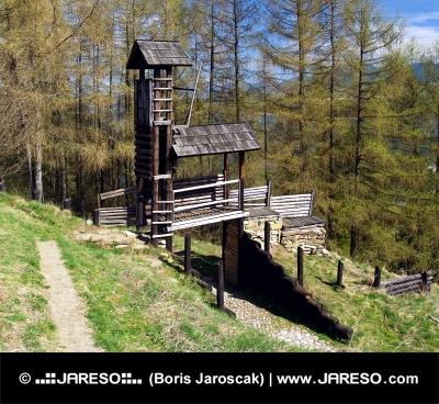 Havranok、スロバキアで木製の要塞