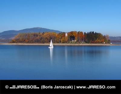ヨットとSlanica島、スロバキア