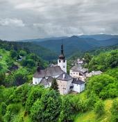 聖キリストの変容教会の曇りビュー、Spania Dolinaの