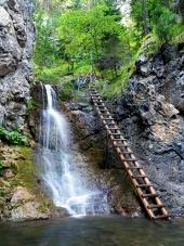 Kvacianskaバレーの滝