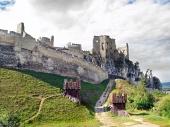 Beckov、スロバキアの城の大規模な要塞