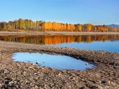 スロバキアでは秋の間リプトフスカマラの木の反映