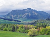 Bobrovnik近くPravnac丘と田舎