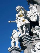 バンスカーの柱に聖ミカエル