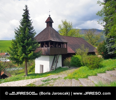 Lutherse kerk in Istebné dorp, Slowakije.