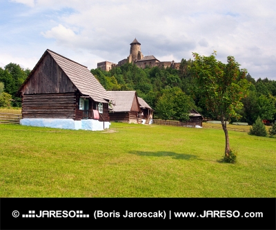 Folk huizen en het kasteel in Stara Lubovna