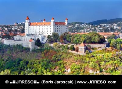 Kasteel van Bratislava in nieuwe witte verf