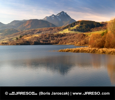 Besenova reservoir en Choc bij zonsondergang