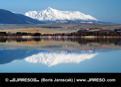 Krivan peak weerspiegeld in Liptovska Mara