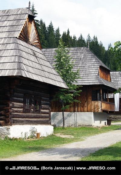 Folk huizen in Zuberec museum